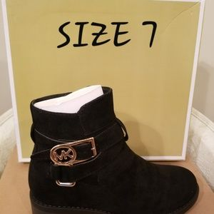 b4562e5c7b2 Women's boots UGG and MK NWT